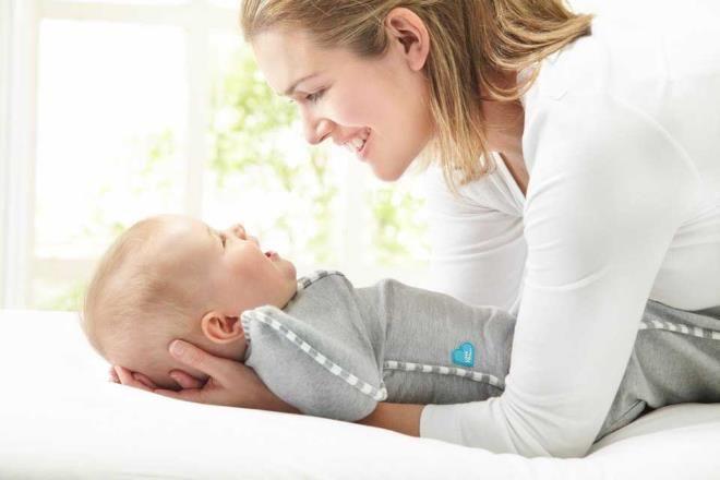Ребенок узнает маму