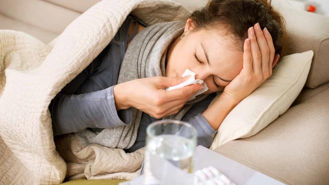 Девушка с простудой
