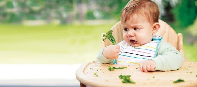 Ребенок с зеленью