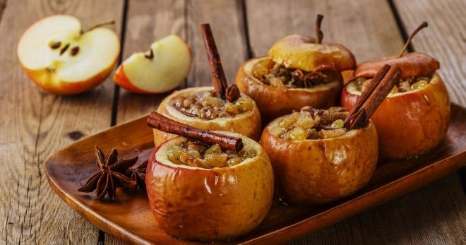 Яблоки печеные с корицей