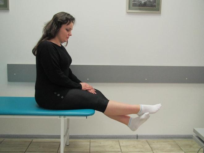 Подъем ног из положения сидя