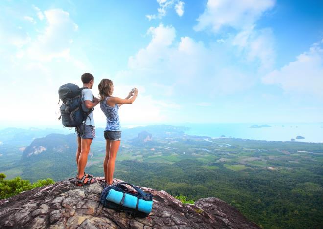 Парень и девушка туристы