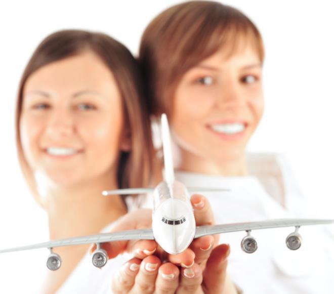 Девушки с самолетом