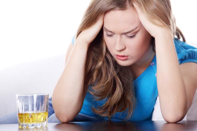 Женщина с алкоголем