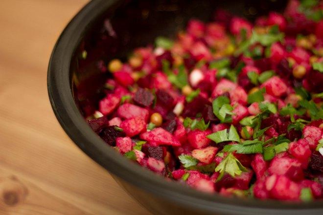 Сколько по временить нужно варить свеклу до готовности для салата
