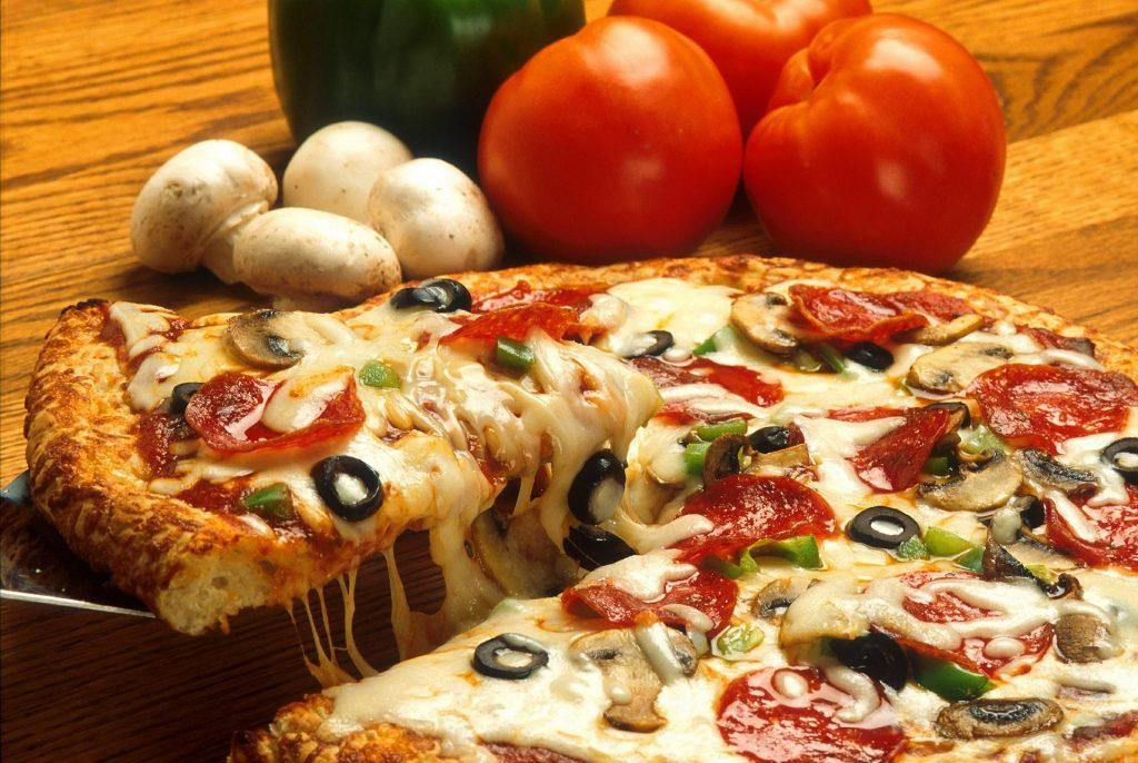 Пицца с фаршем и овощами: 3 варианта приготовления