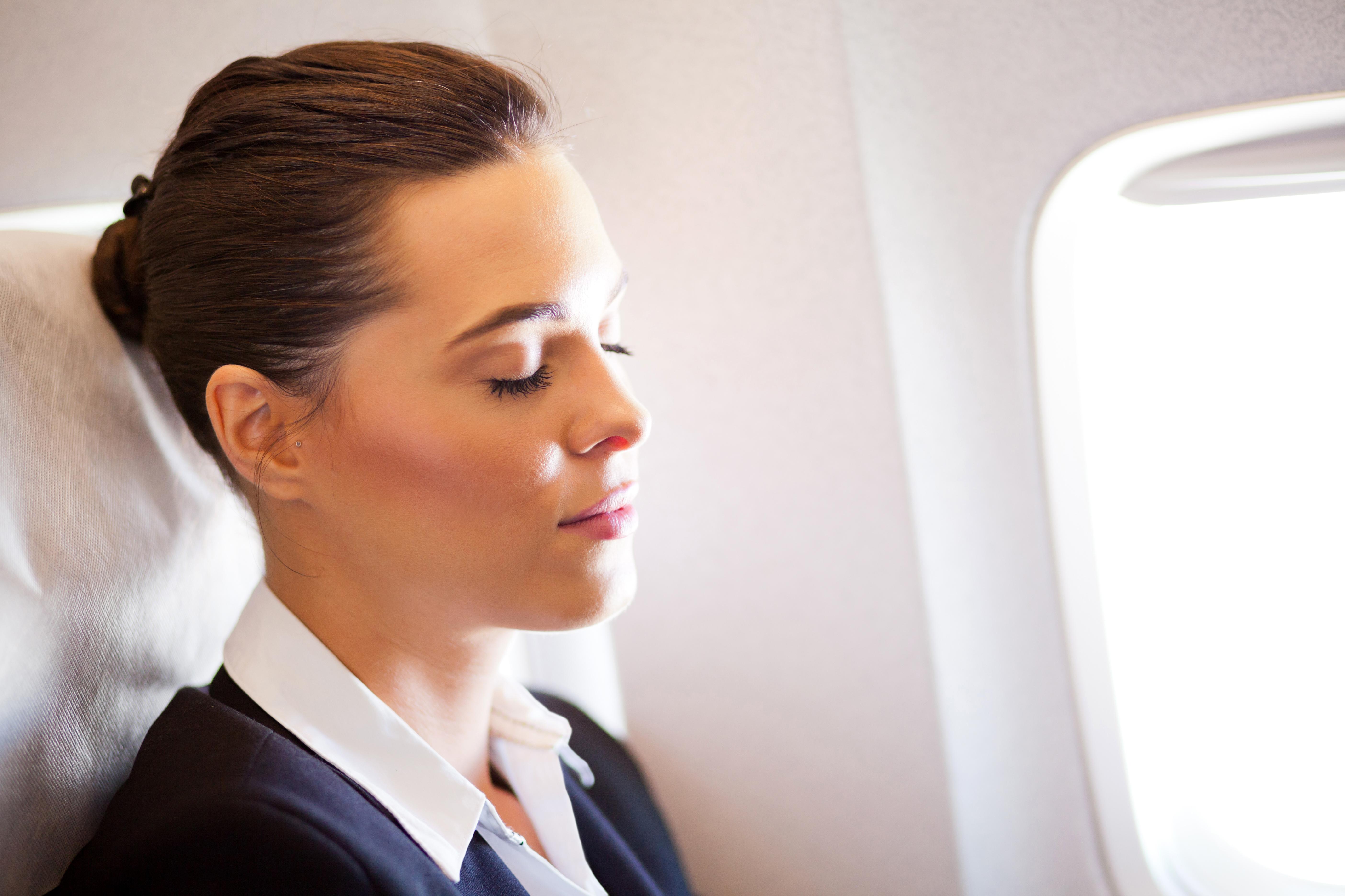 Почему полеты вредят нашей коже?
