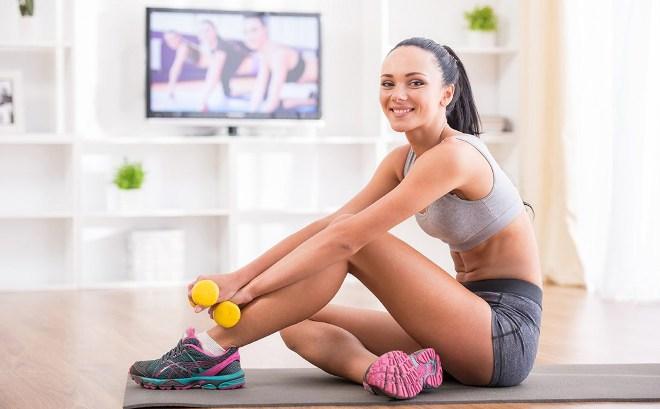 Занятия спортом дома: лучшие упражнения в домашних условиях