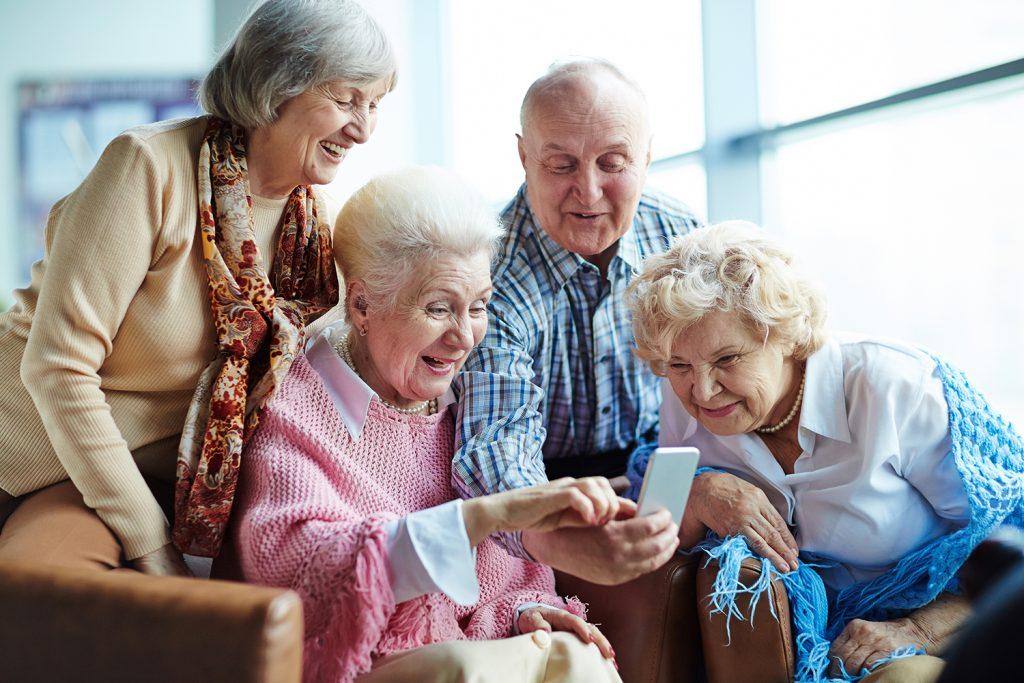 так картинки стариков пожилых людей поделкой можно украсить