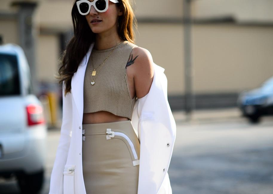 Почему ходят без лифчиков? Это модно или полезно?