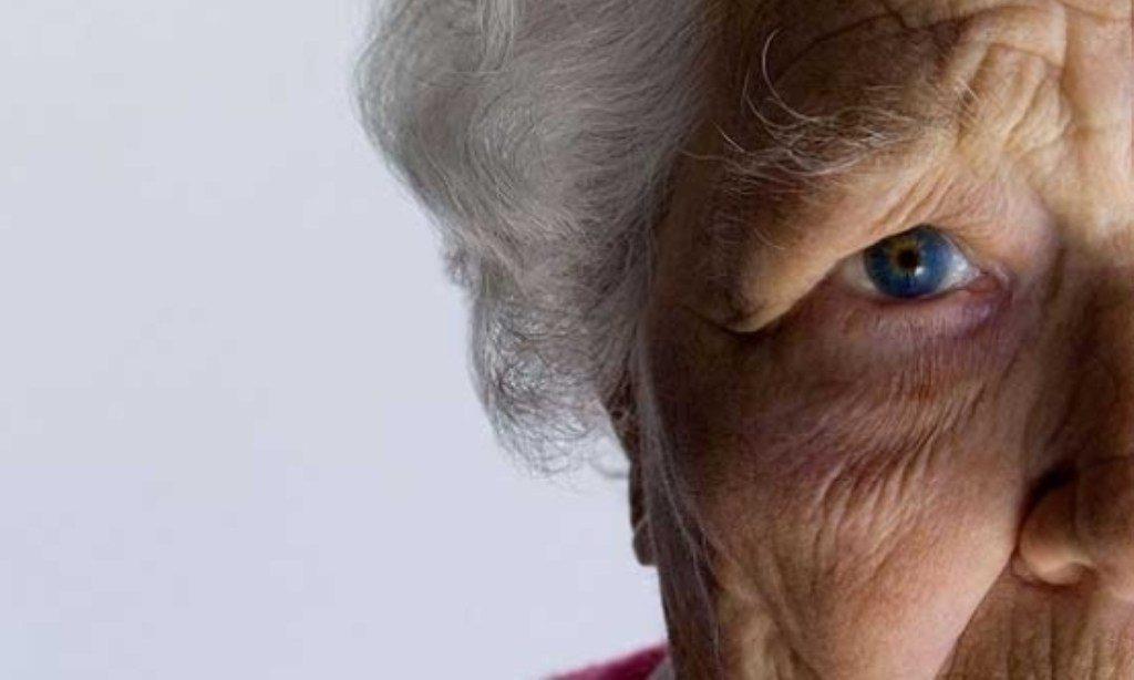 Нужно ли удалять папилломы и родинки у пожилых людей?