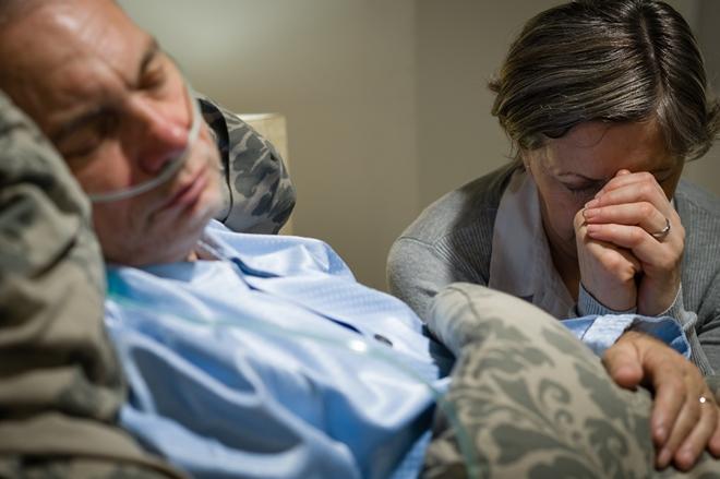 Первые признаки и симптомы инсульта у мужчин: как начинается приступ и что делать