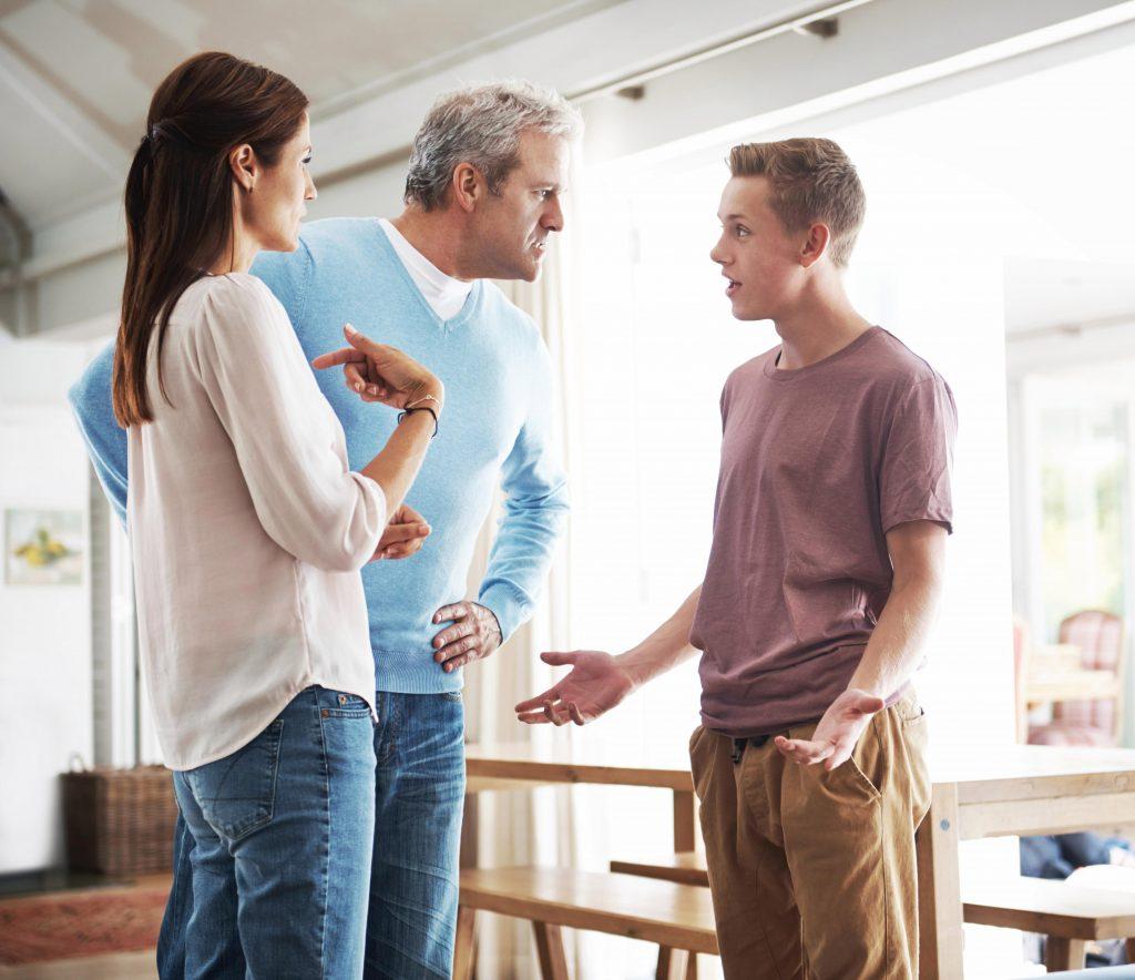 Пока жил с родителями и дедушкой, постоянно ругались. Сейчас живу отдельно – отношения с родственниками стали очень душевными