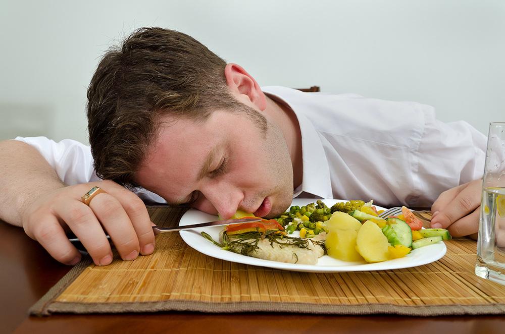 После еды всегда хочется поспать или немножко вздремнуть