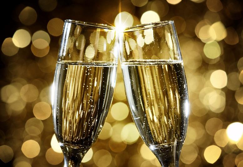 Как правильно пить шампанское и другие напитки на Новый год