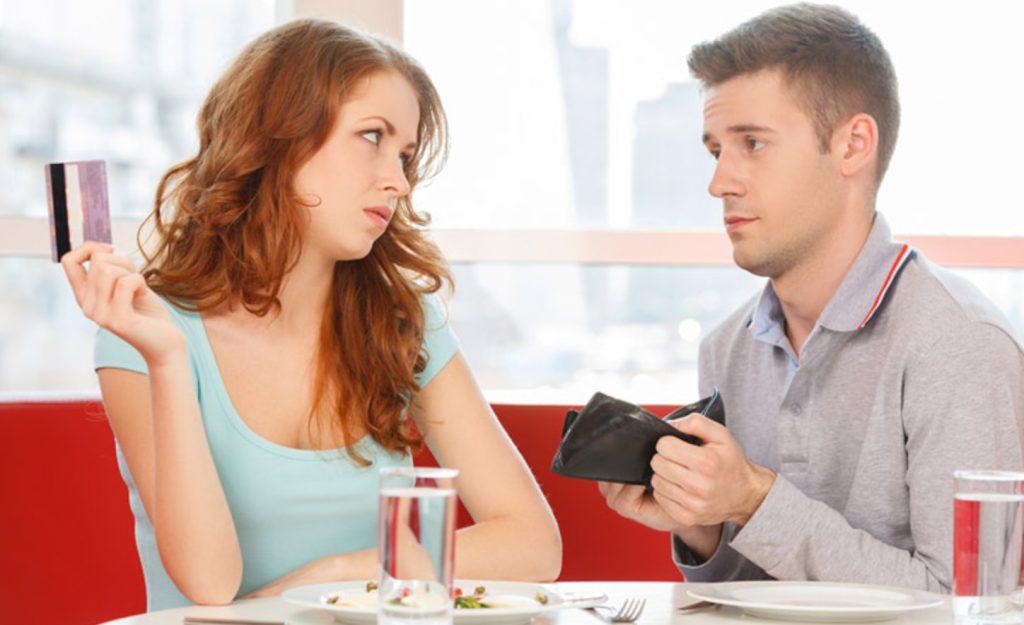 Надоело содержать мужа, поэтому предложила ему платить за проживание в моей квартире