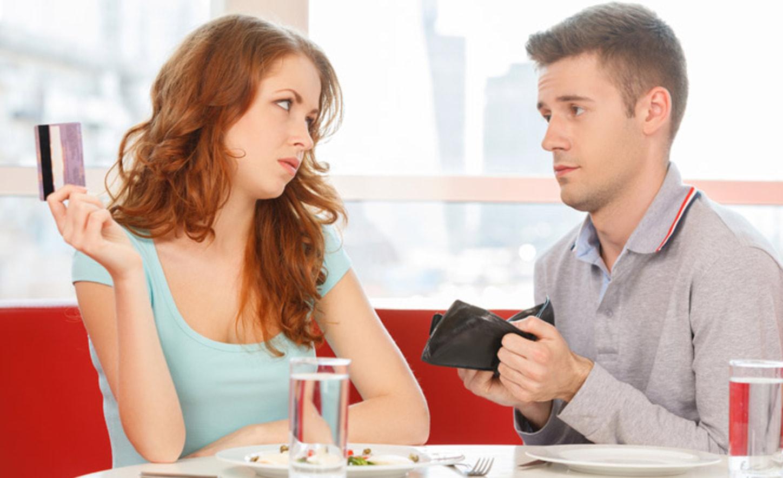 парень занимает деньги у девушки это нормально