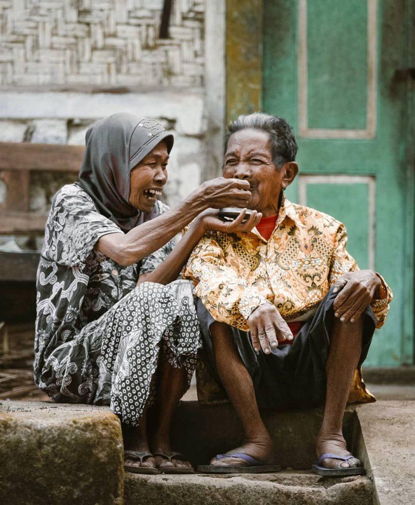 Почти пятая часть всех пожилых людей в мире живет в одиночестве